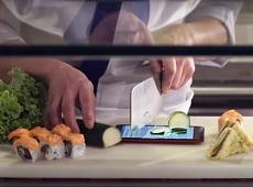 Video: Sử dụng Asus Zenfone 2 Laser và Zenfone Selfie làm thớt thái rau củ